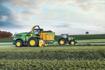 The John Deere Dura Line smooth roll scraper is now available with all three customer packages for the 8000i and 9000i series harvesters to meet different harvesting requirements.