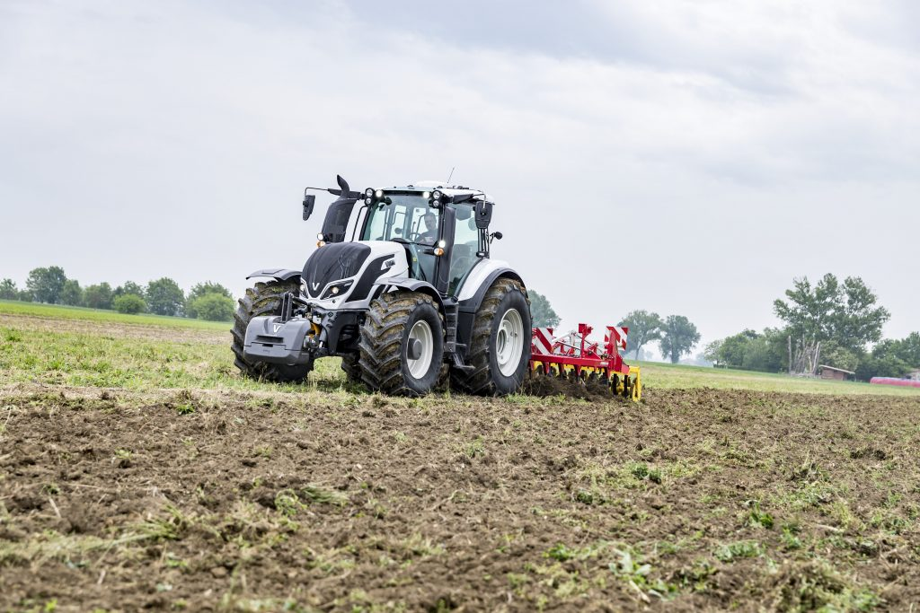 Stable year for tractor registrations in 2019 – CEMA